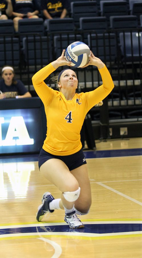 Junior+Jordan+Hampel+sets+the+ball+during+the+game+against+Illinois+Wesleyan.%0APhoto+by+Linnea+Ritchie.
