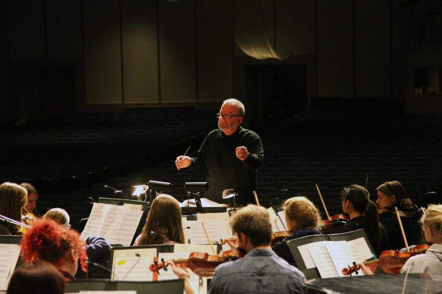 Photo+by+Linnea+Ritchie.%0ADaniel+Culver+conducts+the+Augustana+Symphony+Orchestra+during+rehearsal+on+Dec.+1.+The+orchestra+will+perform+on+Dec.+5+and+6+during+the+%E2%80%9CChristmas+at+Augustana%E2%80%9D+annual+concert.+It+will+perform+alongside+other+Augustana+ensembles%2C+including+the+Wennerberg+Men%E2%80%99s+Chorus+and+the+Augustana+Brass+Ensemble.++