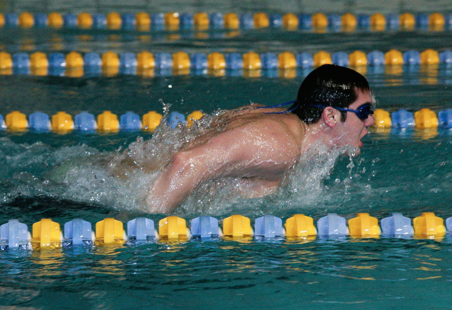 Junior+David+Sommers+swims+during+one+of+the+team%E2%80%99s+6+a.m.+practices+in+preparation+for+an+upcoming+meet.%0APhoto+by+Hoang+Nguyen.