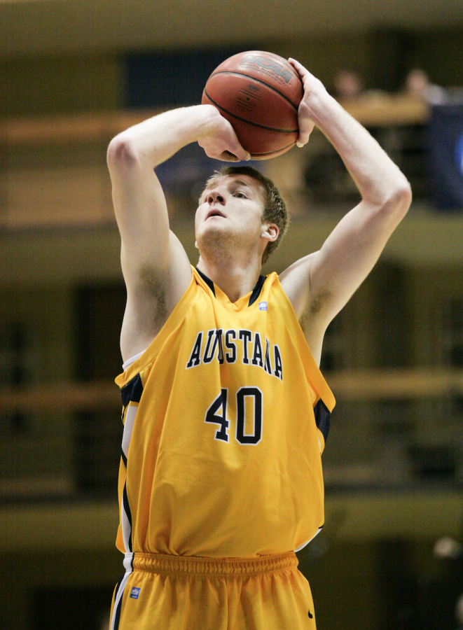 Hoepfner+shoots+a+free+throw+against+Illinois+Wesleyan.%0APhoto+by+Hoang+Nguyen.