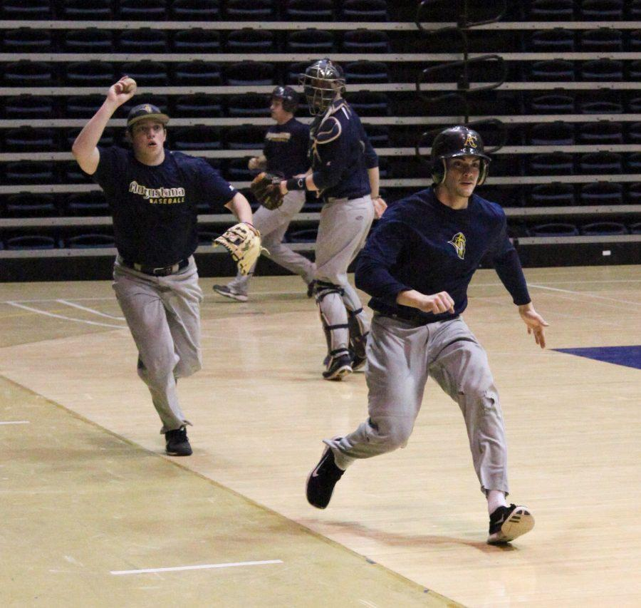 Sophmore+Cayton+Wallace+tries+to+tag+runner+junior+Nathan+Gray+during+practice.%0APhoto+by+Alex+Cintado.