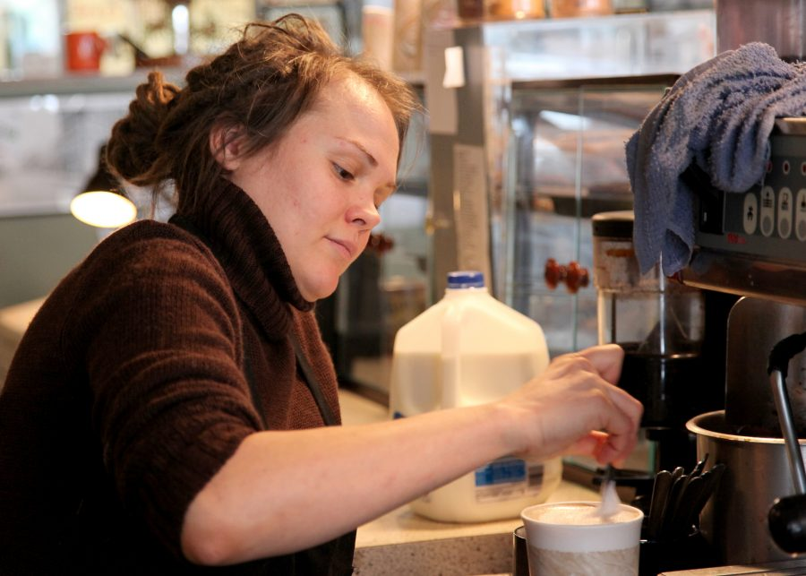 +Barista+Amanda+Olson+prepares+an+order.+Olson+works+at+Theo%E2%80%99s+Java+Club%2C+which+served+as+the+coffee+shop+in+Augustana%E2%80%99s+library+for+11+years.%0APhoto+by+Sarah+Ritter.