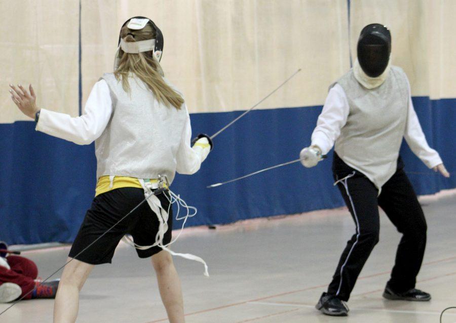 Fencing+Club+advances+forward