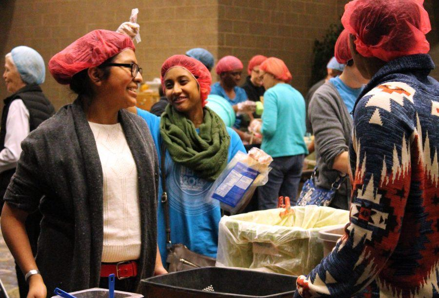 Augustana+students+and+members+of+the+Quad+Cities+community+volunteer+to+package+food+for+Syrian+refugees+at+the+Waterfront+Convention+Center+in+Bettendorf+on+Dec.+5.%0APhoto+by+Marlen+Gomez.