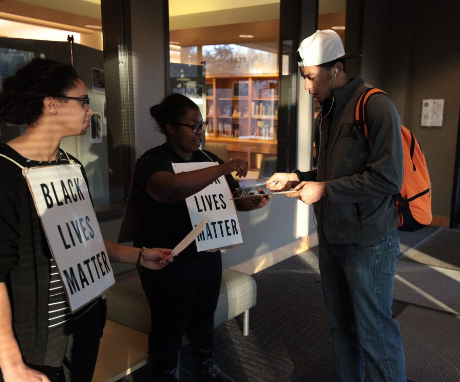 Senior+Ladonna+Miller+collects+signatures+for+a+petition+of+solidarity.+Photo+by+LuAnna+Gerdemann.+