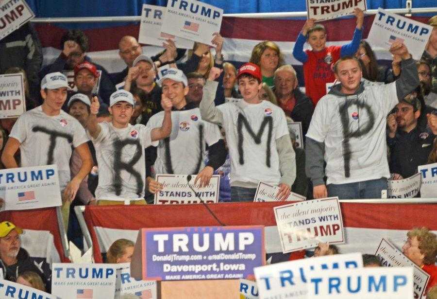 Republican+presidential+candidate+Donald+Trumps+supporters+cheer+as+they+rally+at+the+Mississippi+Valley+fair+grounds+in+Davneport.+%28Photo+By%3A+Ryan+Jenkins%29