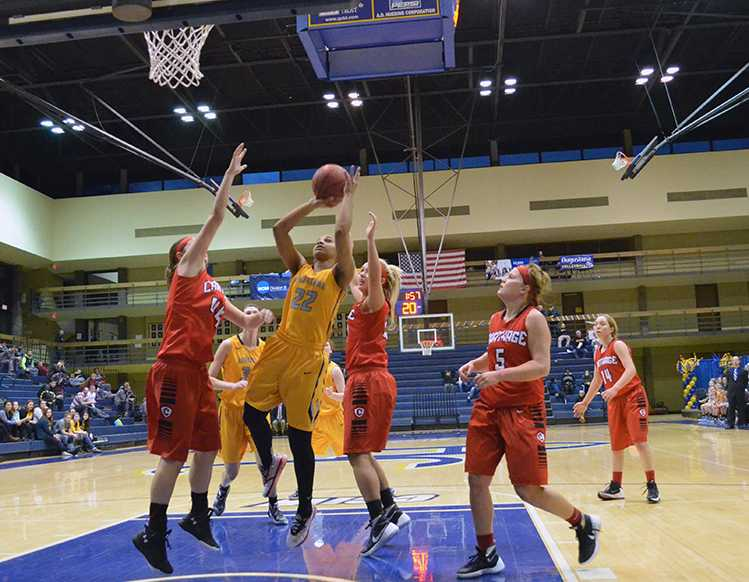 Photo+Gallery%3A+Women%26%23039%3Bs+basketball+versus+Carthage+College