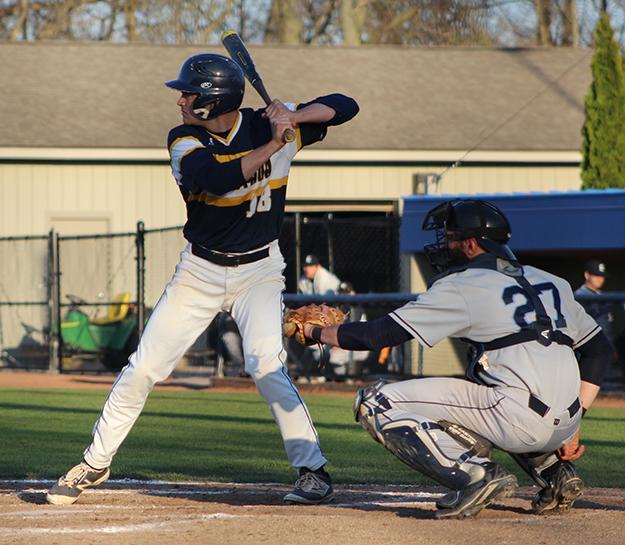 Baseball+strives+to+earn+CCIW+title