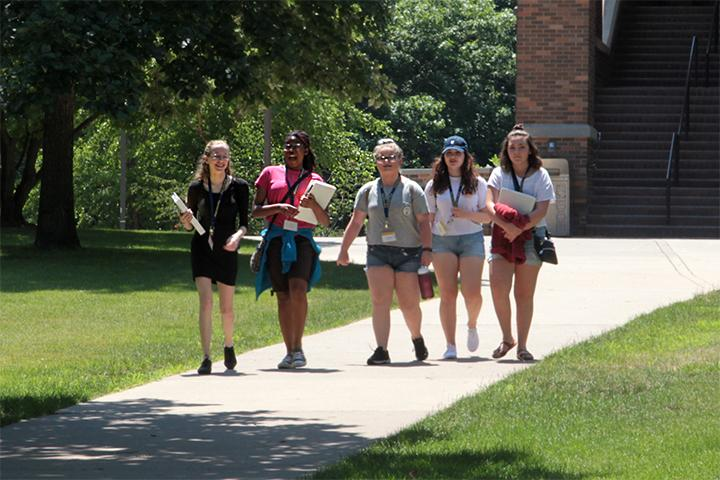 A+group+of+students+walk+back+to+their+class+from+lunch+in+the+CSL+at+the+Augustana+Summer+Academy.+Photo+by+LuAnna+Gerdemann.