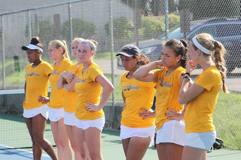 Augie+Women+Tennis+Team+gets+ready+for+ther+matches.+Photo+by+Janie+Le.
