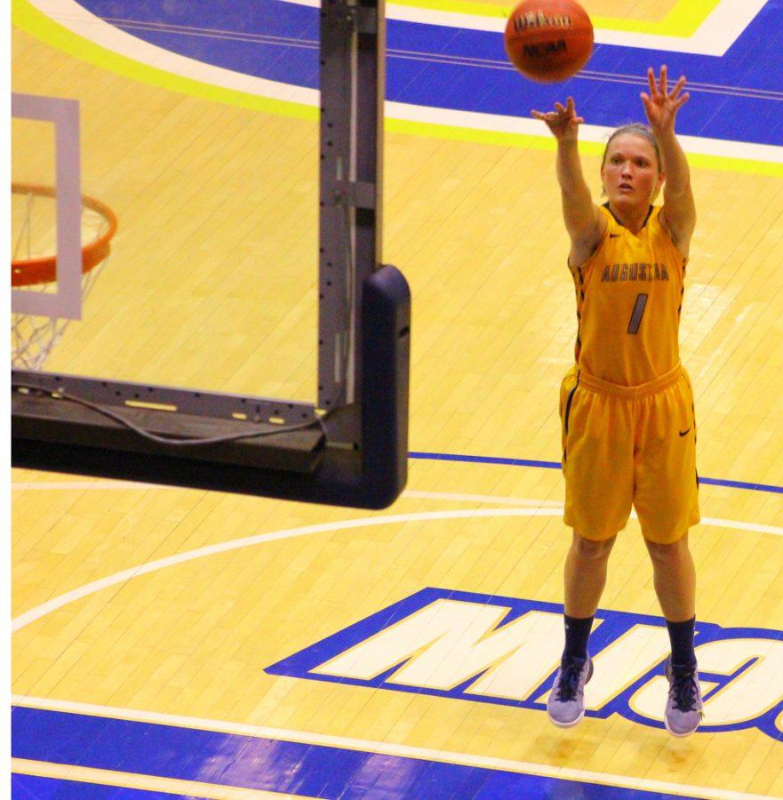 Sophomore+Corrie+Reiley+shoots+a+free+throw+in+her+game+against+Coe+College.+Augie+won+103-94.+Photo+by+Tawanda+Mberikwazvo.%0A