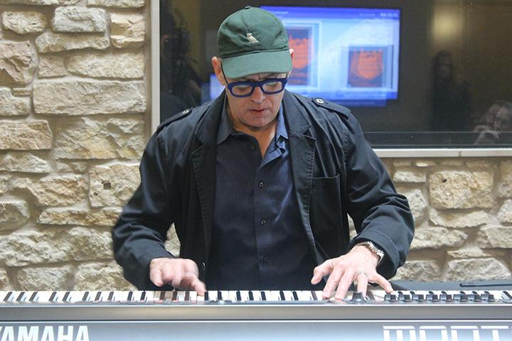 grammy-winning-jazz-pianist-laurence-hobgood-serenades-with-the-piano-_m-do-6