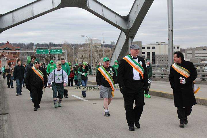 Members+of+the+St.+Patrick%E2%80%99s+Society+walk+in+the+parade.+Photo+by+Lu+Gerdemann.