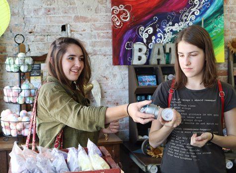 Freshmen Natalie McMillan and Kate Normoyle browse through Splash. Photo by Brady Johnson.