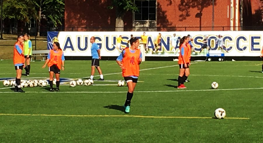 Augustana+Women%E2%80%99s+soccer+prepares+for+a+game.+Photo+by+Madison+Williams