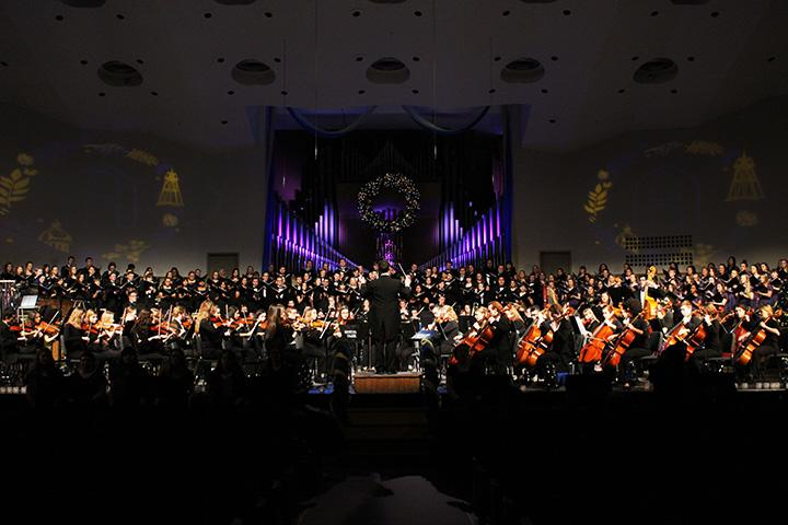 Ascension+Ringers%2C+Augustana+Brass+Ensemble%2C+Augustana+Choir%2C+Augustana+Concerrt+Chorale%2C+Augustana+Symphony+Orchestra%2C+and+Jenny+Lind+Ensemble+come+together+for+the+annual+Christmas+at+Augustana+concert.+Photo+by+Maria+Do.