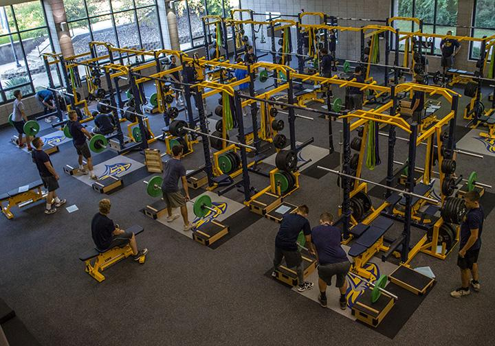 Augie+athletes+working+out+in+the+new+Carver+gym%2C+on+Friday%2C+Sept.+14.