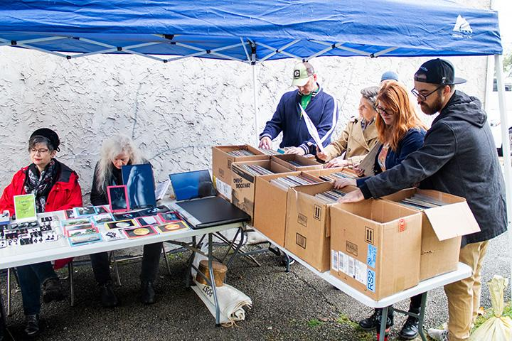 Vendors+sell+records+and+photos+at+the+event