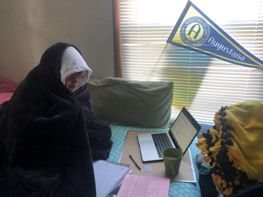 First-year Meghan R. De Young (23) is living her comfiest life right now in Orland Hills, IL. Bedroom? Or classroom? Or both???
